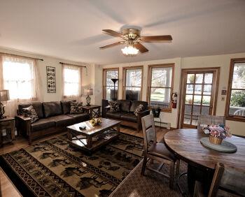 our bright livingroom!