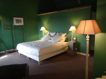 Chambre golf, lit double de 180x200 ou 2 lits simples et, si besoin, son lit d'appoint