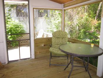 Garden Hideaway - private netted outdoor seating area