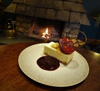 Cheesecake mulled plum