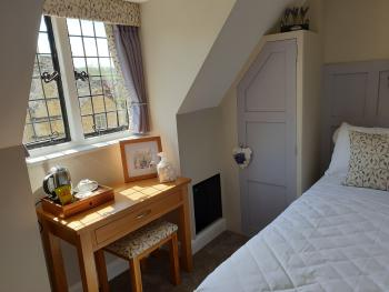 Single room-Ensuite with Shower-River view