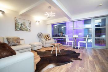 Live in Leeds Millenium Square Apartment -