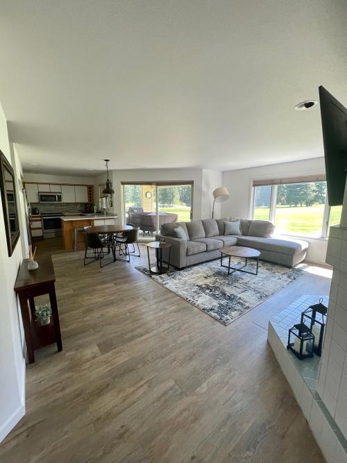 Condo-Family-Ensuite with Bath-Golf view-Condo E-3