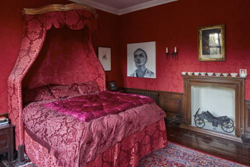 The King Charles Room | King | En-suite with Bath | Garden View