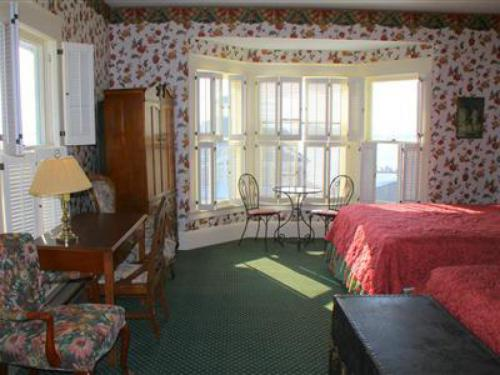 VICTORIAN HARBOR VIEW-Double room-Ensuite with Bath-Premium-Lake View - Base Rate