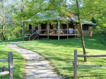 Stonecutter's cabin - The largest of the 5 historic log cabins this has 2 wrap-around verandas, 1 deck