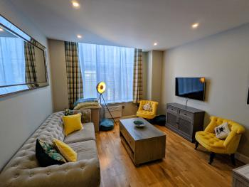 Heart of the City - Stylish Modern Apartment - Living Room