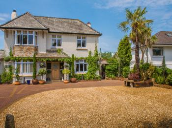 Bradleigh Lodge - front of house and parking