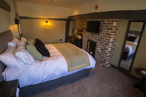 Double room-Ensuite with Bath-Street View-Room 2 - Base Rate