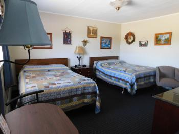 #22 Bear Lodge Motel -Quad room-Private Bathroom-Standard