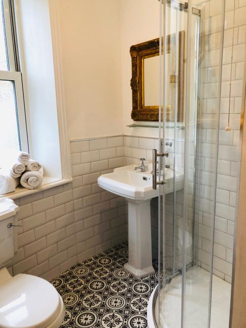 Double room-Traditional-Ensuite with Shower-Small double room - Base Rate