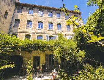 La façade côté jardin - B&B in Avignon