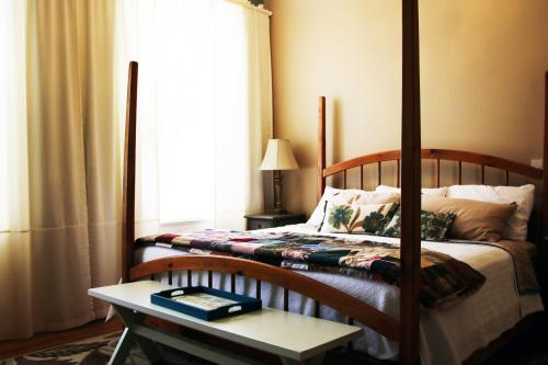 Hennessy Room-King-Ensuite-Standard - Base Rate
