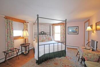 Queen Bed Room, the Putney