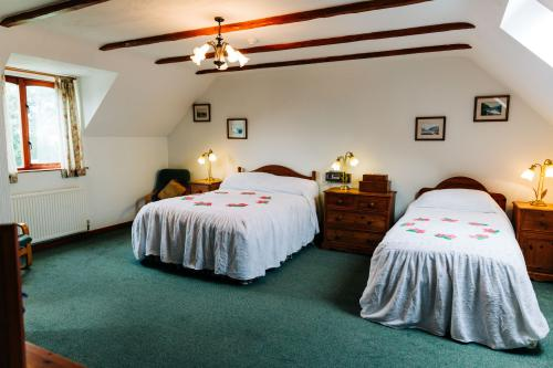 Room 2-Double or Twin-Standard-Ensuite with Bath-Countryside view