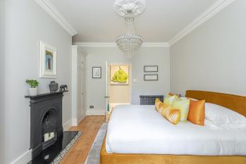 Beaches Brighton 2 - Luxury Super-King Bedroom