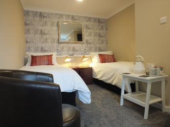 Twin room-Ensuite-Lake View-With Disabled Facilities
