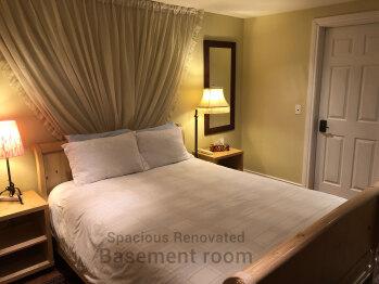 Retreat Room - Daily Hot Breakfast Option (7:30AM - 9:30AM) Spacious & Quiet Basement Level Room