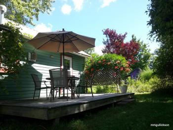 the backyard deck with dining and trumpet flowers at the Wintergreen Cottage