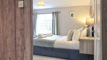 Cotswold Cottage Gems - Magnolia Cottage - Bedroom 1