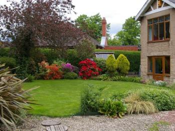 The Grange - Side garden