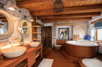 Spacieuse et luxueuse  salle de bains