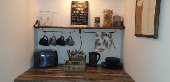 Monkton Court House B&B - Tea and coffee facilities willow room