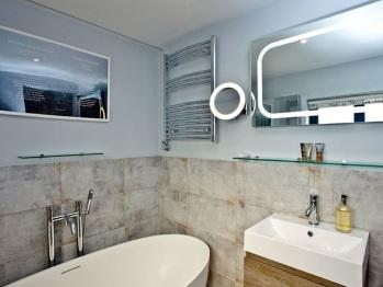 En suite bathroom to Main Bedroom