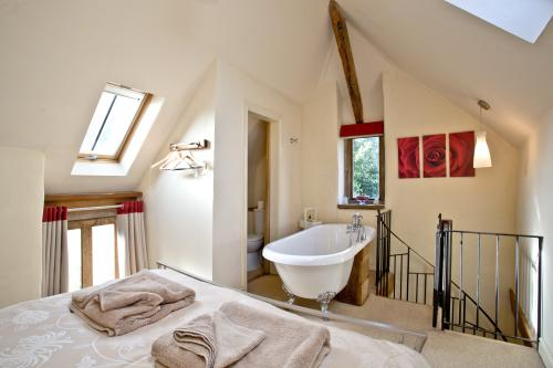 Award Winning Sweet Rose-Cottage-Luxury-Ensuite with Bath-Garden View - 7 nights or more