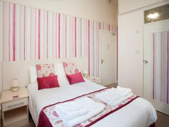 Room 3 is on the ground floor and is a lovely double room with en-suite 2