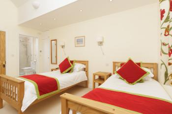 Twin room-Ensuite-with Large Shower