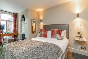 Orchid | Cosy Double Guest Room | Blanch House