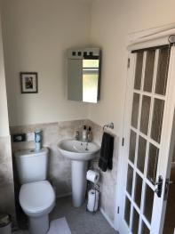 King/Twin en-suite bathroom