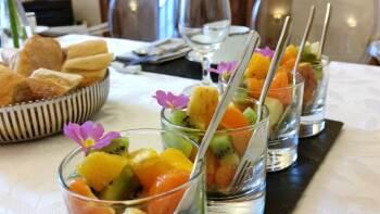 Petit déjeuner : une salade de fruits frais de saison