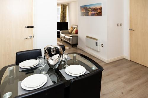 Apartment-Private Bathroom-Falkner - Apartment-Private Bathroom-Falkner