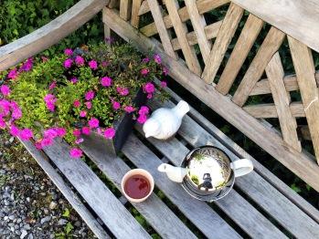 petite pose thé au jardin