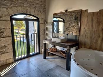 Salle de bain chambre CHAMBLY et vue sur les jardins