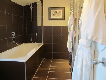"""Pommery"" Feature Double guest bathroom"