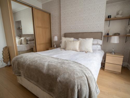 174 Bedroom