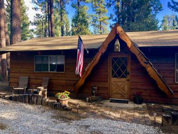 Edgemoor-Family-Cabin-Private Bathroom-Woodland view - Base Rate
