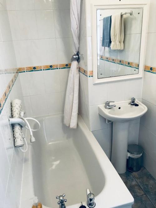 Single room-Shared Bathroom - Base Rate
