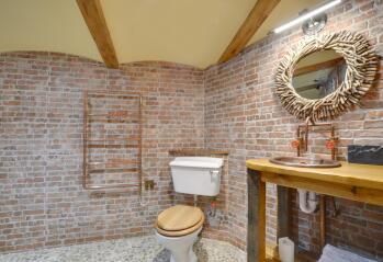 Ensuit bathroom bedroom 2