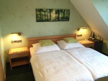 Doppelzimmer-Deluxe-Eigenes Badezimmer-Blick auf den Hof