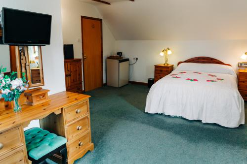 Room 1-Double or Twin-Traditional-Ensuite with Bath-Countryside view