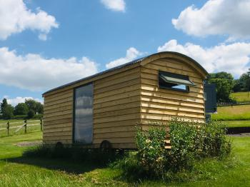 Slades Farm Glamping - The Beautiful Chicken Hut