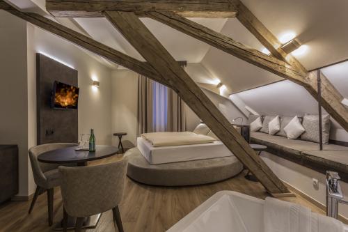 Suite-Deluxe-Ensuite Bad-Stadtblick-Hochzeits Suite