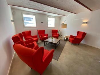 Kleine Lounge als Teil der Frühstücksraums