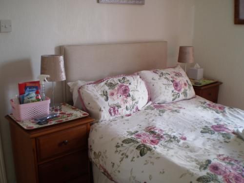 Double room-Ensuite with Bath-and Shower - Base Rate
