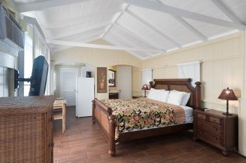 Cabin-Ensuite-Deluxe-Patio-Cottage 05 - Base Rate