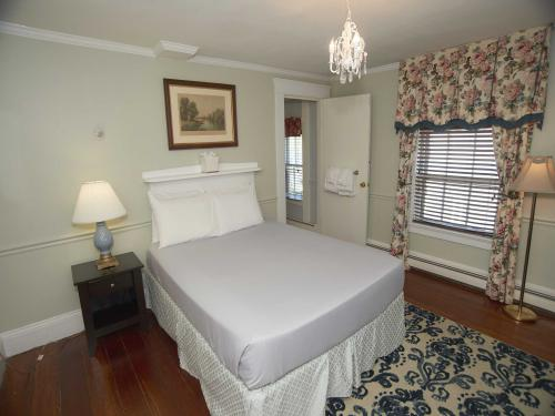 The Inn 5 Queen (no pets)-Double room-Ensuite-Standard - Base Rate